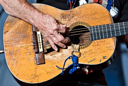 willie-nelsons-guitar.jpg
