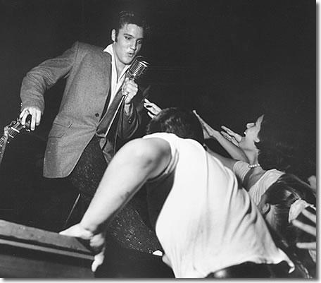 elvis_olympic_theater_florida_aug_1956