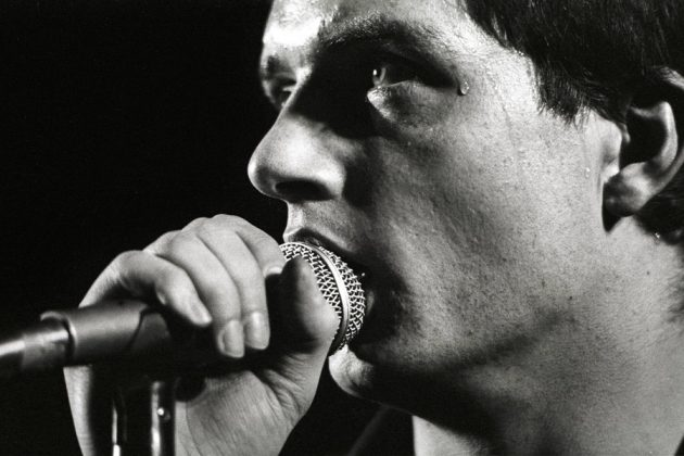 joy-division-curtis